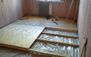Шаг прикручивания фанеры к деревянному полу