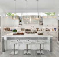 Кухня с серым ламинатом
