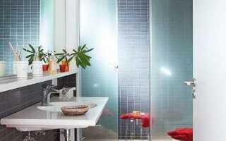 Душевая кабина в интерьере маленькой ванной комнаты